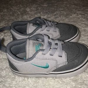 Baby/kid Nike shoes size 6 C